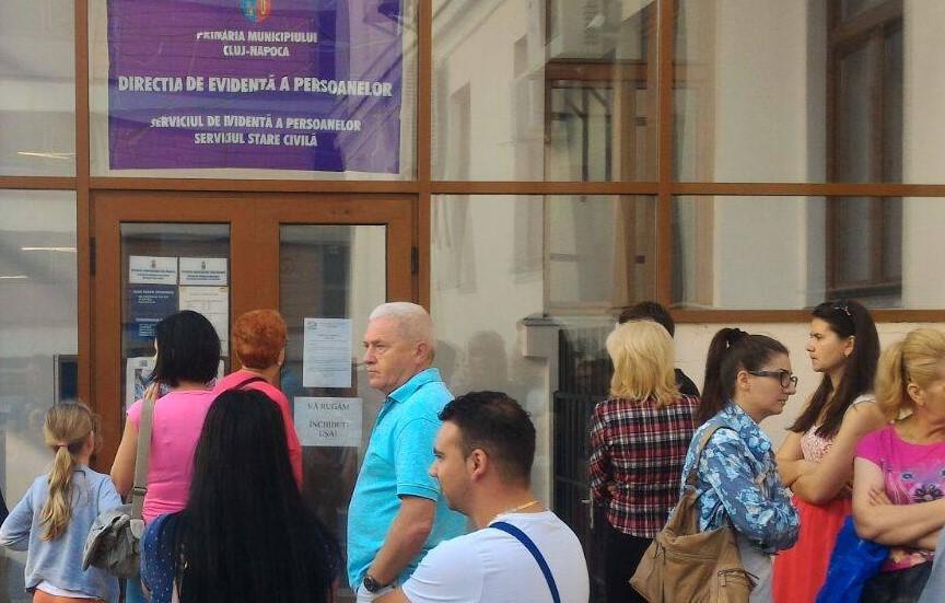 Avocatul Poporului a atacat la CCR Statutul funcţionarilor publici pentru prevederi discriminatorii