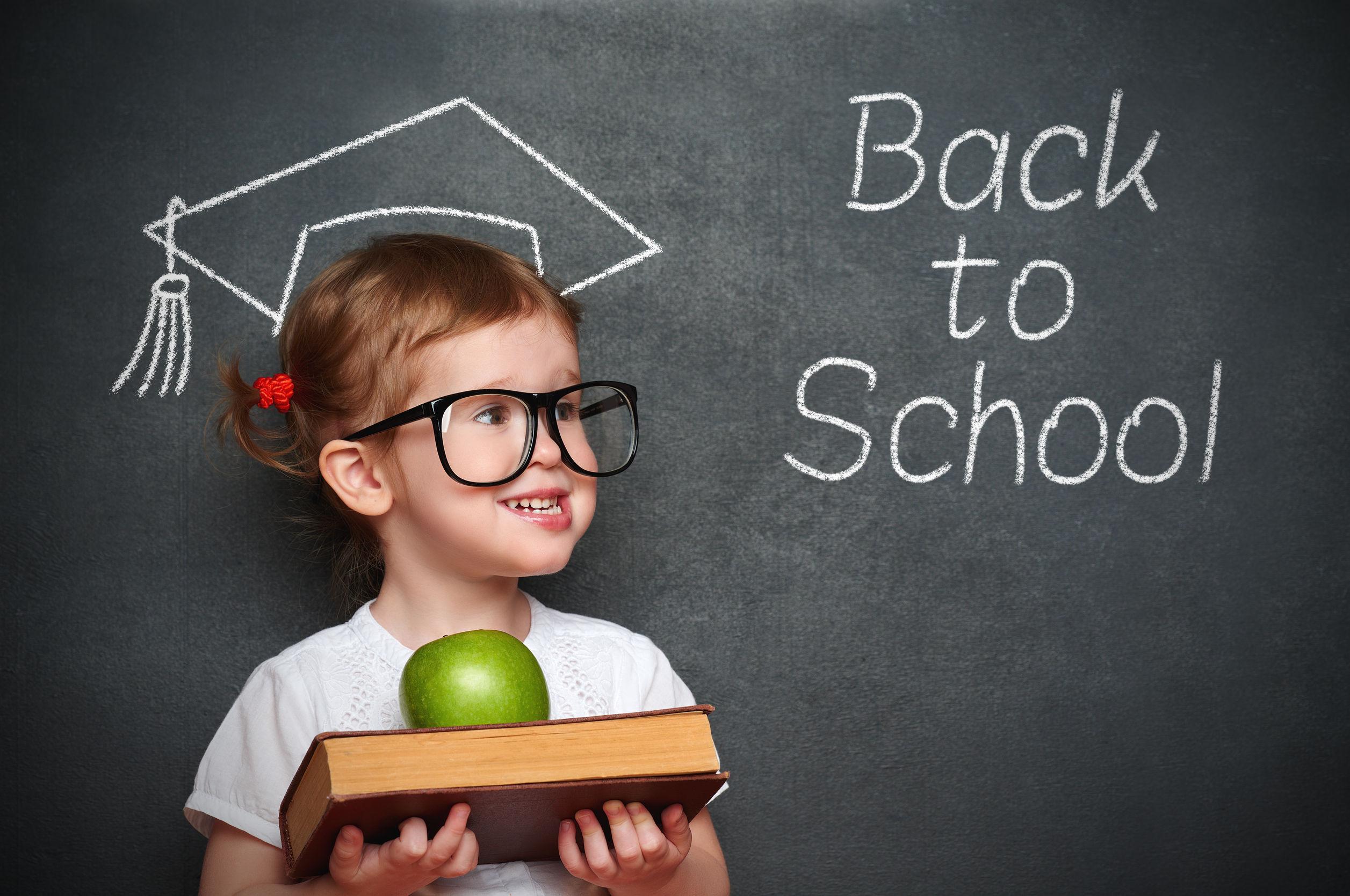 Programul `Laptele şi cornul`, îmbogăţit cu fructe şi legume. Şcolile trec din toamnă `la obiceiuri alimentare sănătoase`