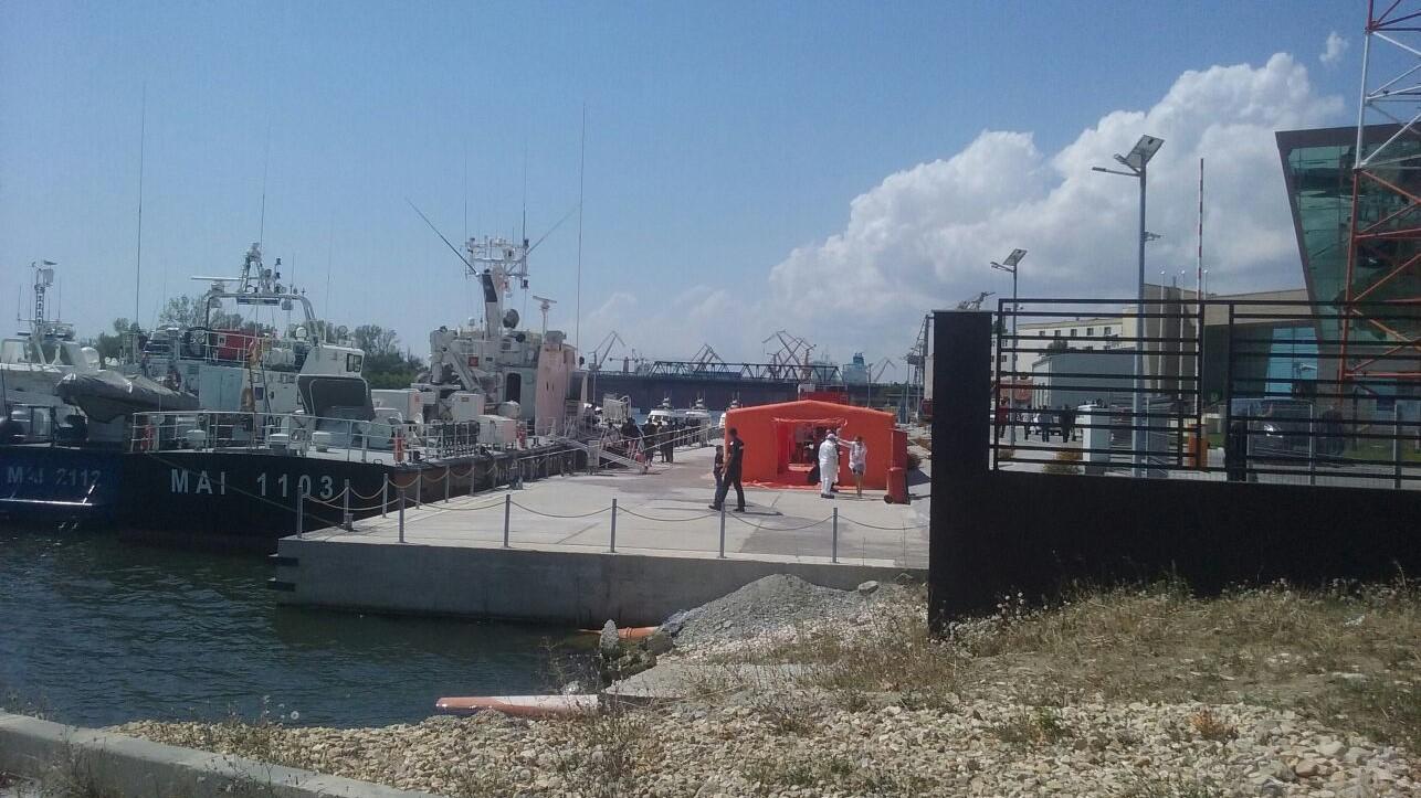 Un bulgar şi un cipriot, arestaţi după ce au călăuzit 69 de migranţi irakieni pe Marea Neagră. De unde a plecat ambarcaţiunea pe mare