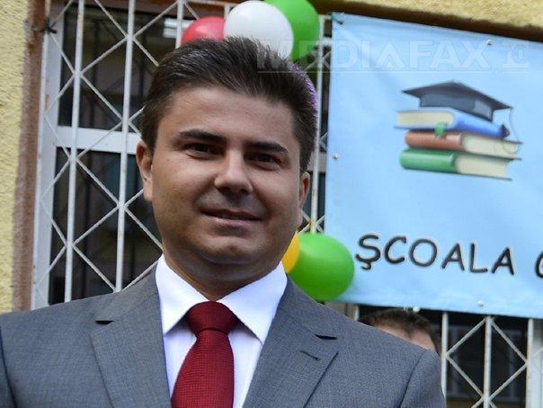 Secretarul de stat MAI Cornel Ciocoiu, eliberat din funcţie. Acesta cumulase salariul cu pensia