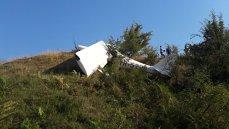 Imaginea articolului FOTO, VIDEO   Un AVION cu două persoane la bord s-a prăbuşit în judeţul Iaşi/ Prefect: Pilotul decedat avea foarte multe ore de zbor, iar bărbatul rănit este un localnic