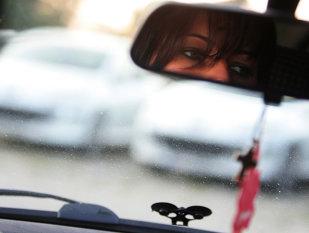 Se întâmplă în România: A oprit să o ajute, iar femeia i-a FURAT maşina. Cum au găsit-o poliţiştii