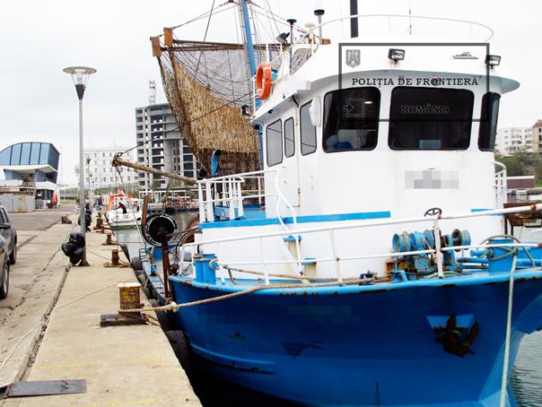 Pescador cu 70 de migranţi, dintre care o treime copii, interceptat de poliţiştii de frontieră, la Mangalia