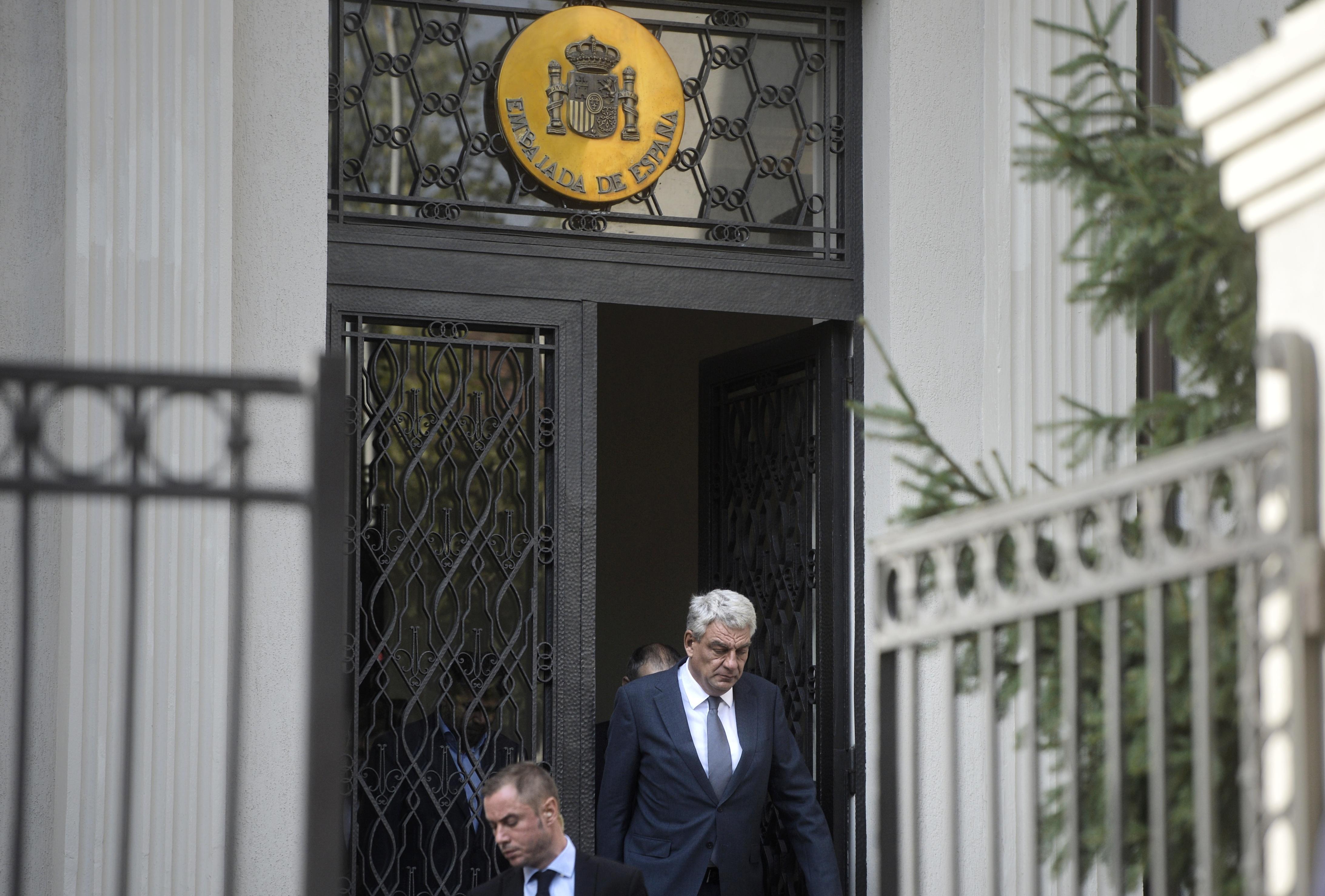 Atacul de pe La Rambla. Lideri politici şi şefi de instituţii au semnat în cartea de condoleanţe deschisă la Ambasada Spaniei. Tudose: Dacă familia românului rănit doreşte să fie tratat în România, `este în regulă`