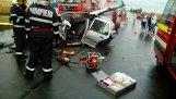 Trei morţi şi trei răniţi într-un accident între două maşini şi un TIR în judeţul Ialomiţa