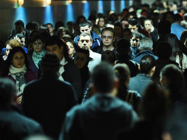 Românii fac în medie 4759 de paşi zilnic, sub media globală. Cine sunt `plimbăreţii` clasamentului mondial
