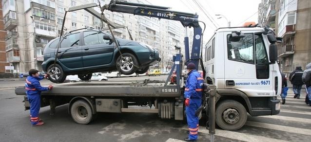 Amenzi de 500 de lei pentru ridicarea, transportul şi depozitarea maşinilor parcate neregulamentar în Sectorul 3