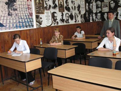 Bacalaureat, sesiunea de toamnă. Absolvenţii de liceu susţin marţi evaluarea competenţelor digitale