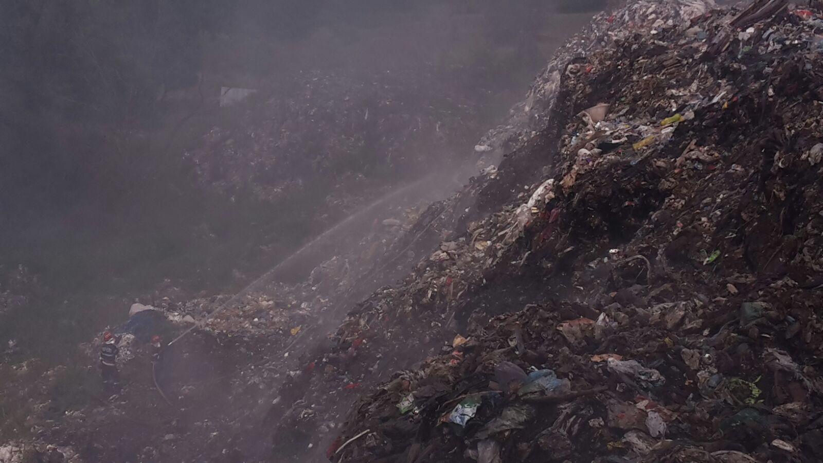 Vâlcea: Dosar penal în cazul incendiului de la depozitul de gunoi de la Măldăreşti