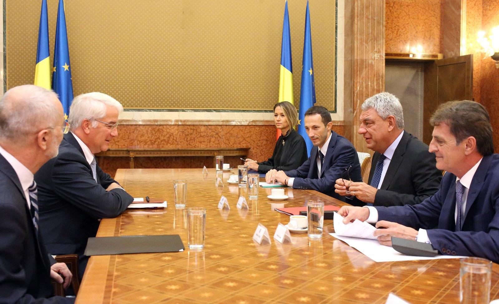 Premierul Mihai Tudose a semnat contract cu Lockheed Martin pentru transfer de tehnologie pentru avioanele F16