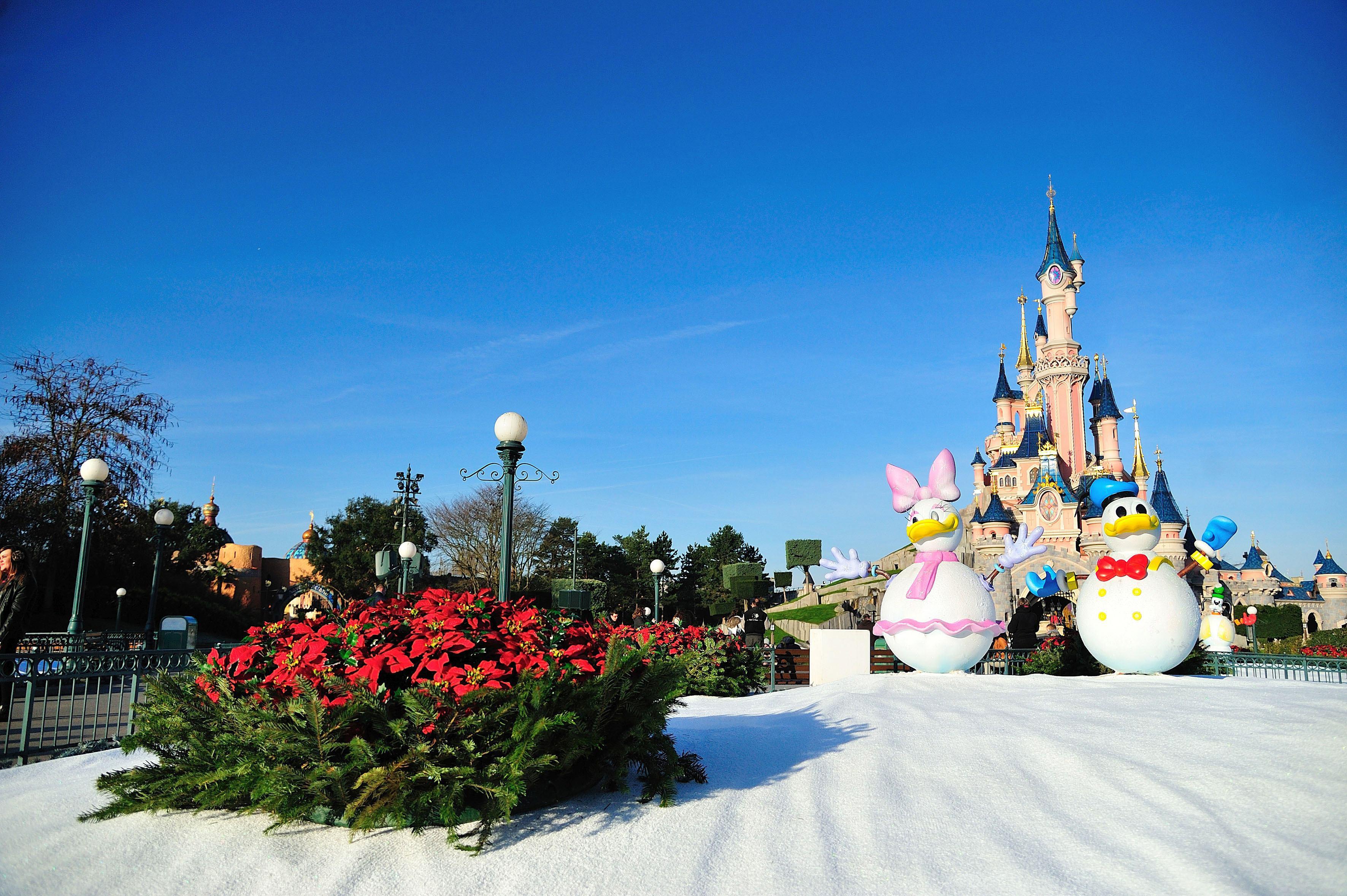 Romi din România, condamnaţi la închisoare în Franţa după ce şi-au trimis copiii să fure la Disneyland Paris
