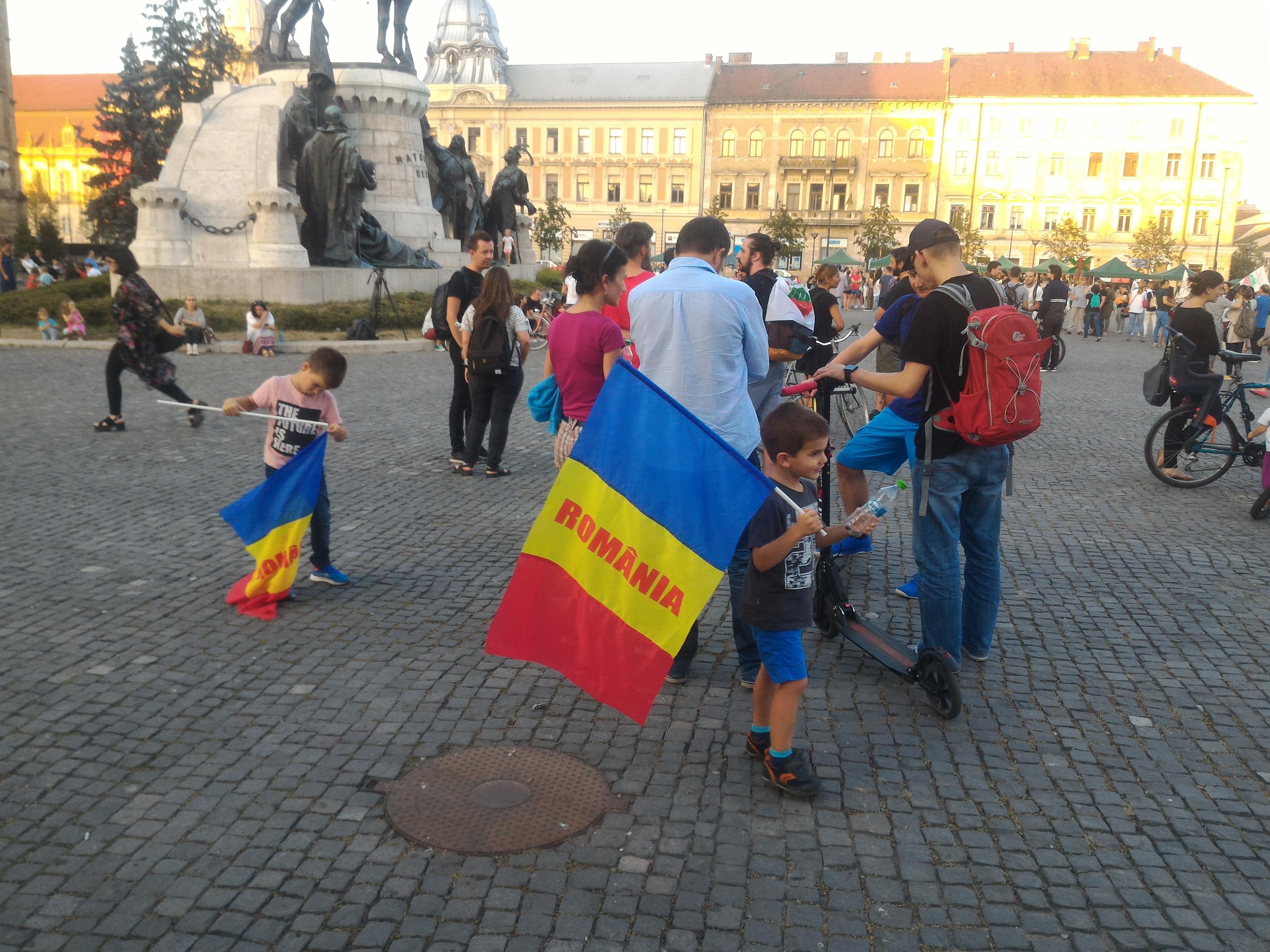 FOTO   Protest la Cluj: Peste 200 de oameni în stradă după anunţul premierului cu privire la Roşia Montană
