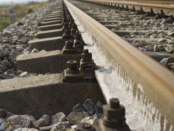 Locomotiva unui tren care venea de la Budapesta a deraiat, la intrarea în Băile Tuşnad. Nu sunt răniţi