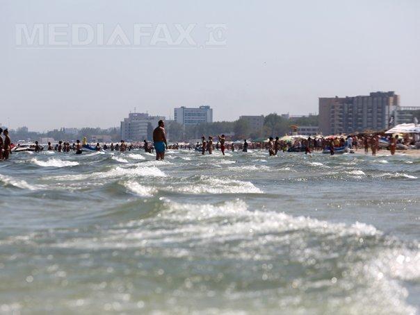 VIDEO | PERICOL major pe litoral: Un bărbat a murit înecat la Mamaia, după mai multe manevre de resuscitare. Acesta a fost scos din ape de salvamari