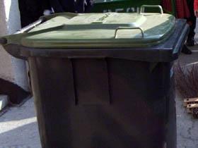 Sistem unic în România: Locuitorii acestui oraş vor avea pubele cu cipuri şi vor plăti cât aruncă la gunoi
