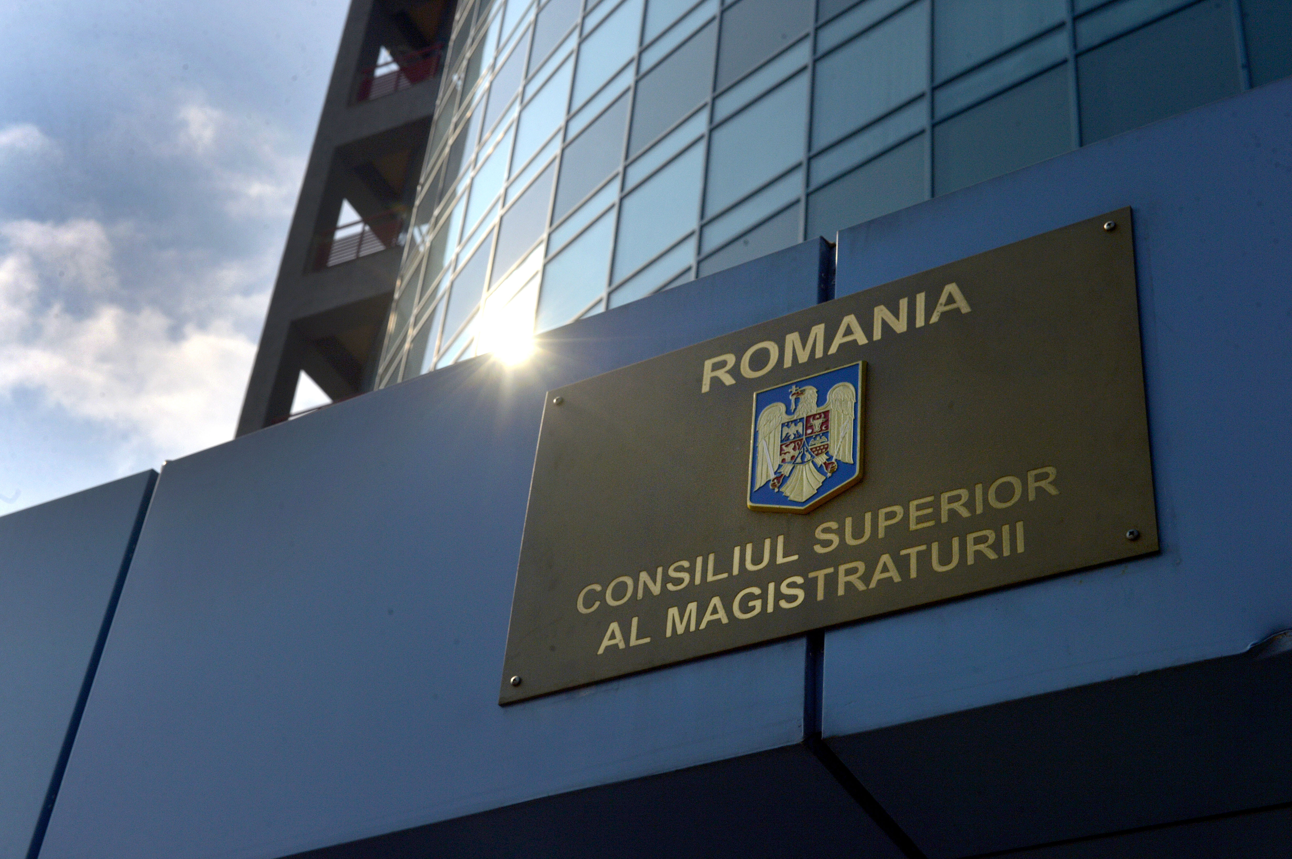 Victor Alistar şi Romeu Chelariu au fost validaţi de Senat ca membri CSM din partea societăţii civile
