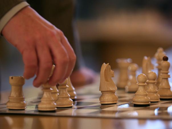 Concurs de şah pe Aeroportul Otopeni. Campioni mondiali şi europeni au invitat pasagerii să participe