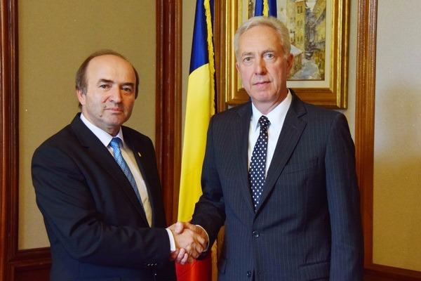 Ambasadorul SUA, întâlnire cu ministrul Justiţiei, Tudorel Toader, în această dimineaţă. Discuţiile, la cererea lui Hans Klemm