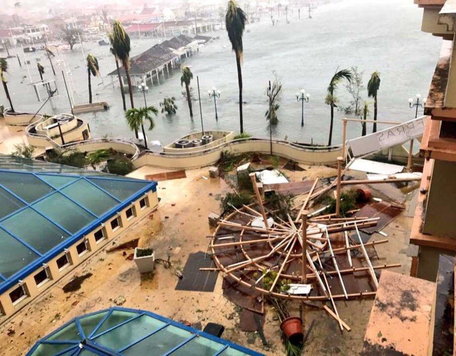 Trei cetăţeni ROMÂNI aflaţi pe o insulă din Caraibe, daţi dispăruţi în urma uraganului Irma/ Ce spune Ministerul Afacerilor Externe/ Daune materiale majore produse de cel mai puternic uragan format vreodată în Atlantic