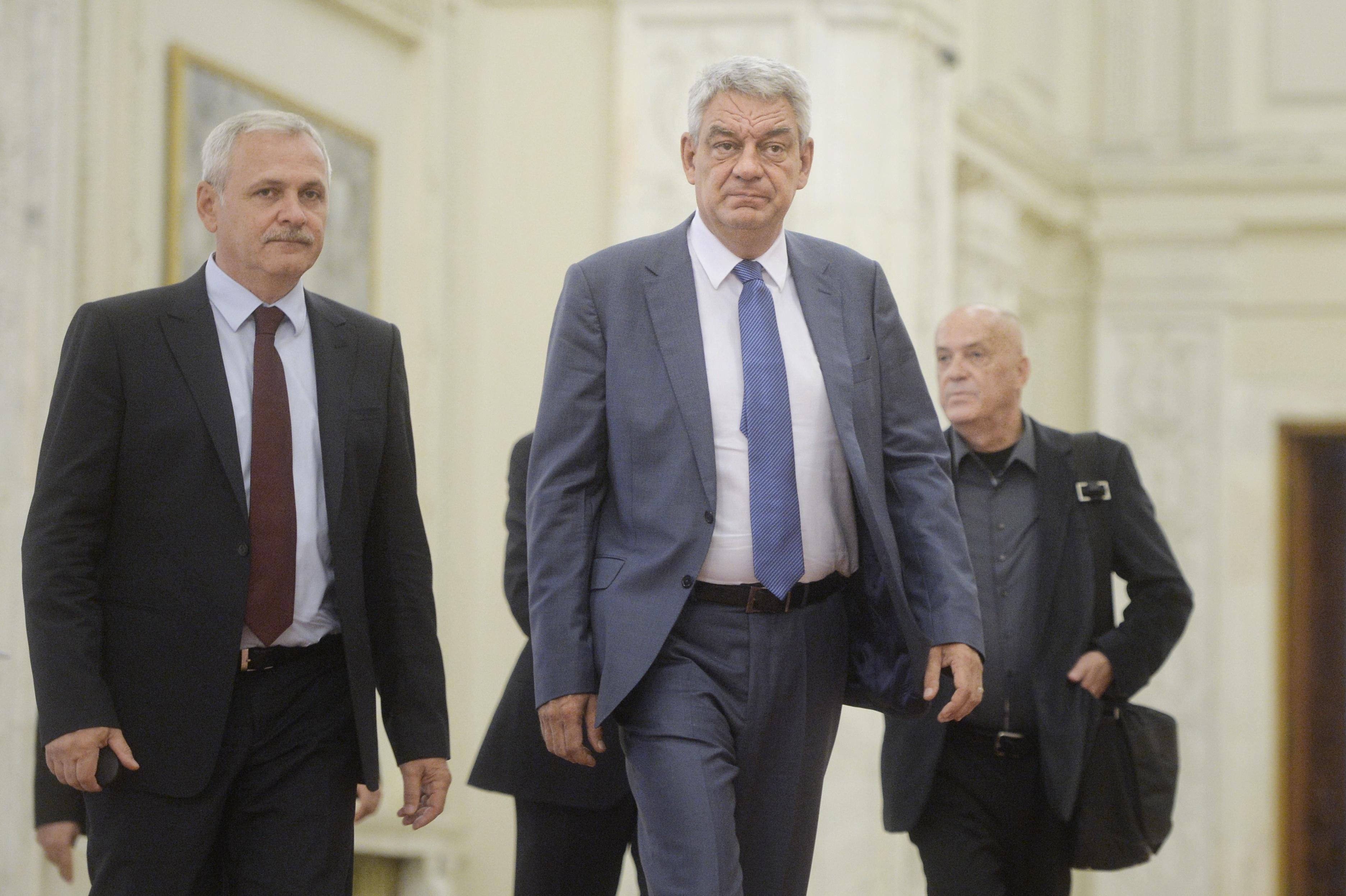 Premierul Tudose, vizită surpriză la MApN după demisia lui Ţuţuianu