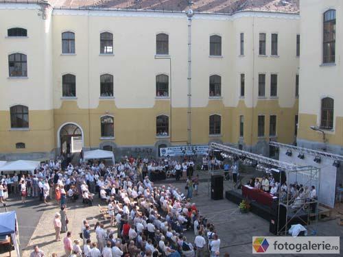 SOLUŢIA găsită pentru elevii Liceului Romano-Catolic din Târgu Mureş pentru a începe anul şcolar. Părinţii şi profesorii au fost de acord cu mutarea