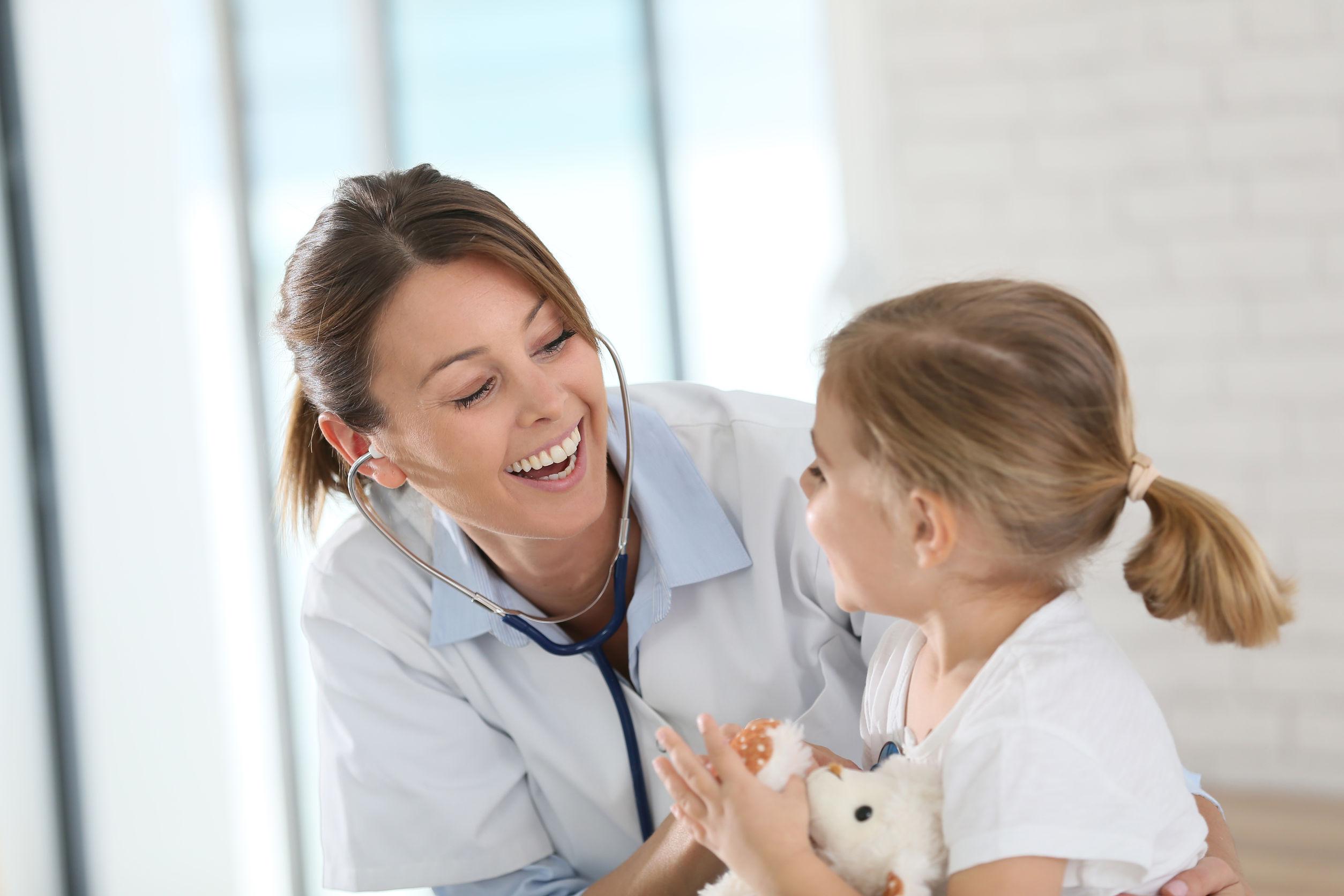 Primăria Capitalei: Toate unităţile de învăţământ vor avea personal medical în cabinetele şcolare