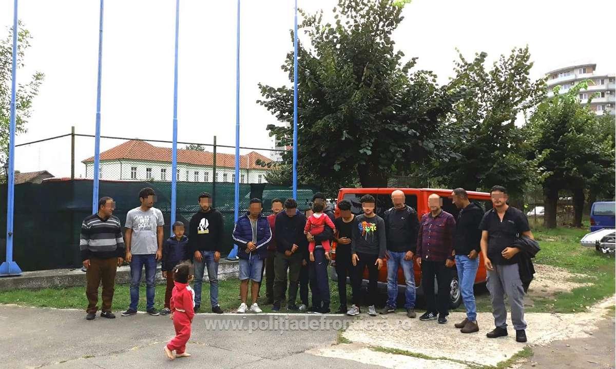 17 sirieni şi irakieni, prinşi în Bihor când încercau să iasă ilegal din ţară/  Alţi 19 irakieni, depistaţi de poliţiştii de frontieră din Dolj şi Calafat, după ce au trecut Dunărea cu barca. Cât au plătit călăuzei pentru a ajunge într-un stat Schengen