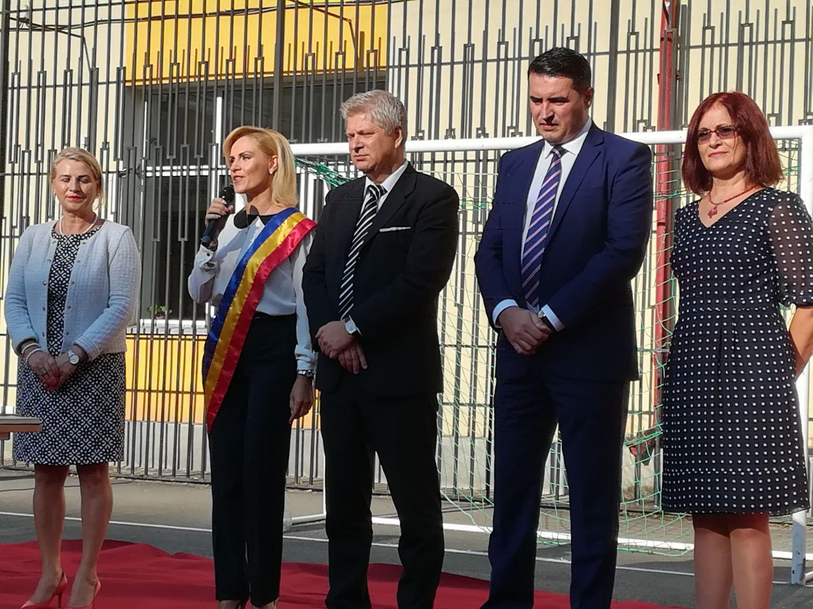 FOTO | Gabriela Firea, la deschiderea anului şcolar: Cea mai bună investiţie este în educaţie / Proiectul INEDIT anunţat de primar