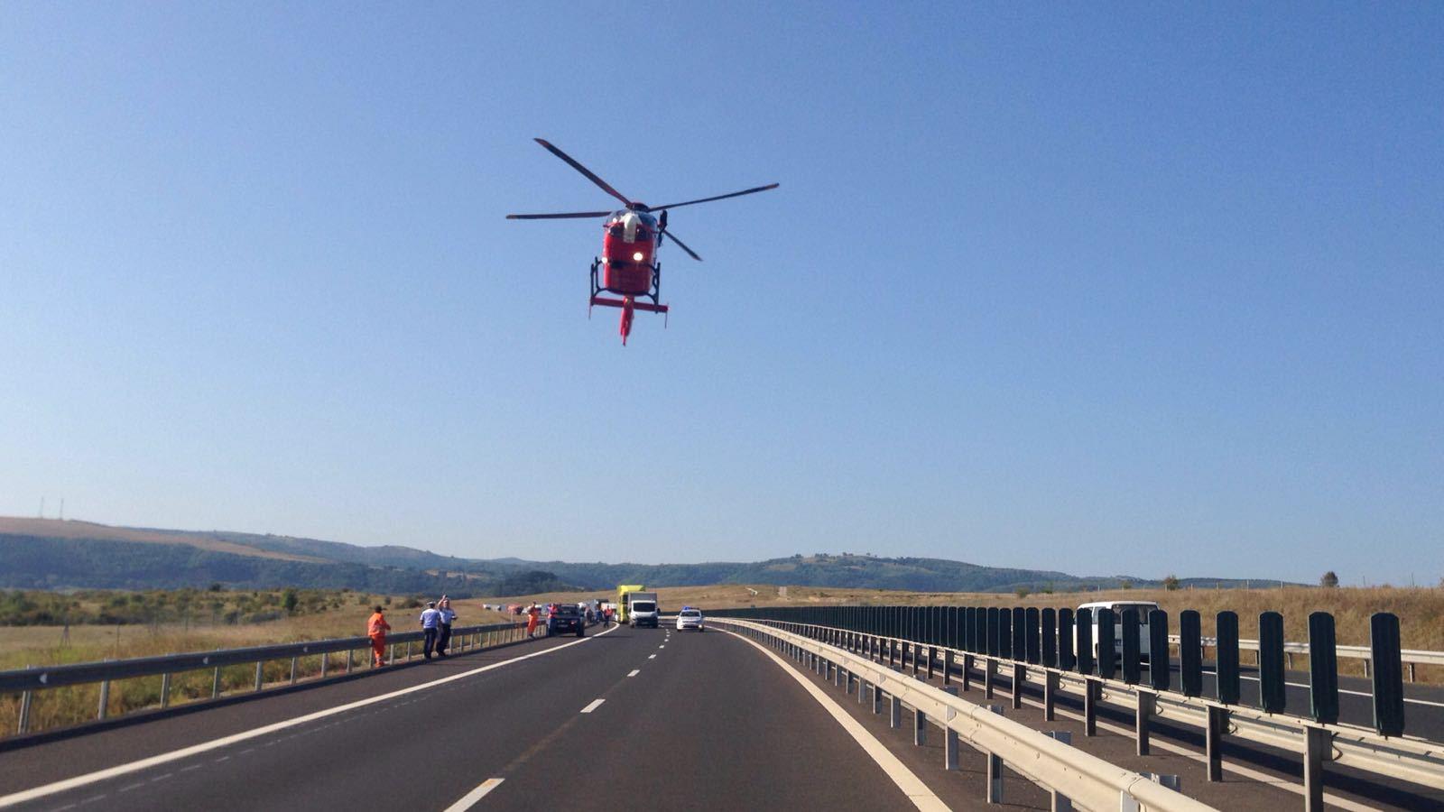 Un poliţist a fost rănit grav de un TIR, după ce a coborât din autospecială, pe Autostrada Sibiu - Deva