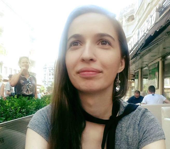 Profesoara care a criticat-o pe Gabriela Firea pentru amestecul în activitatea şcolară a creat un manual de Limba română pentru clasa a V-a