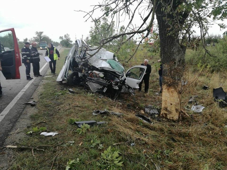 FOTO | Fiul unui consilier local din Arad a fost implicat în două accidente rutiere, în ultimele 24 de ore/ Tânărul de 27 de ani se află în spital în stare gravă