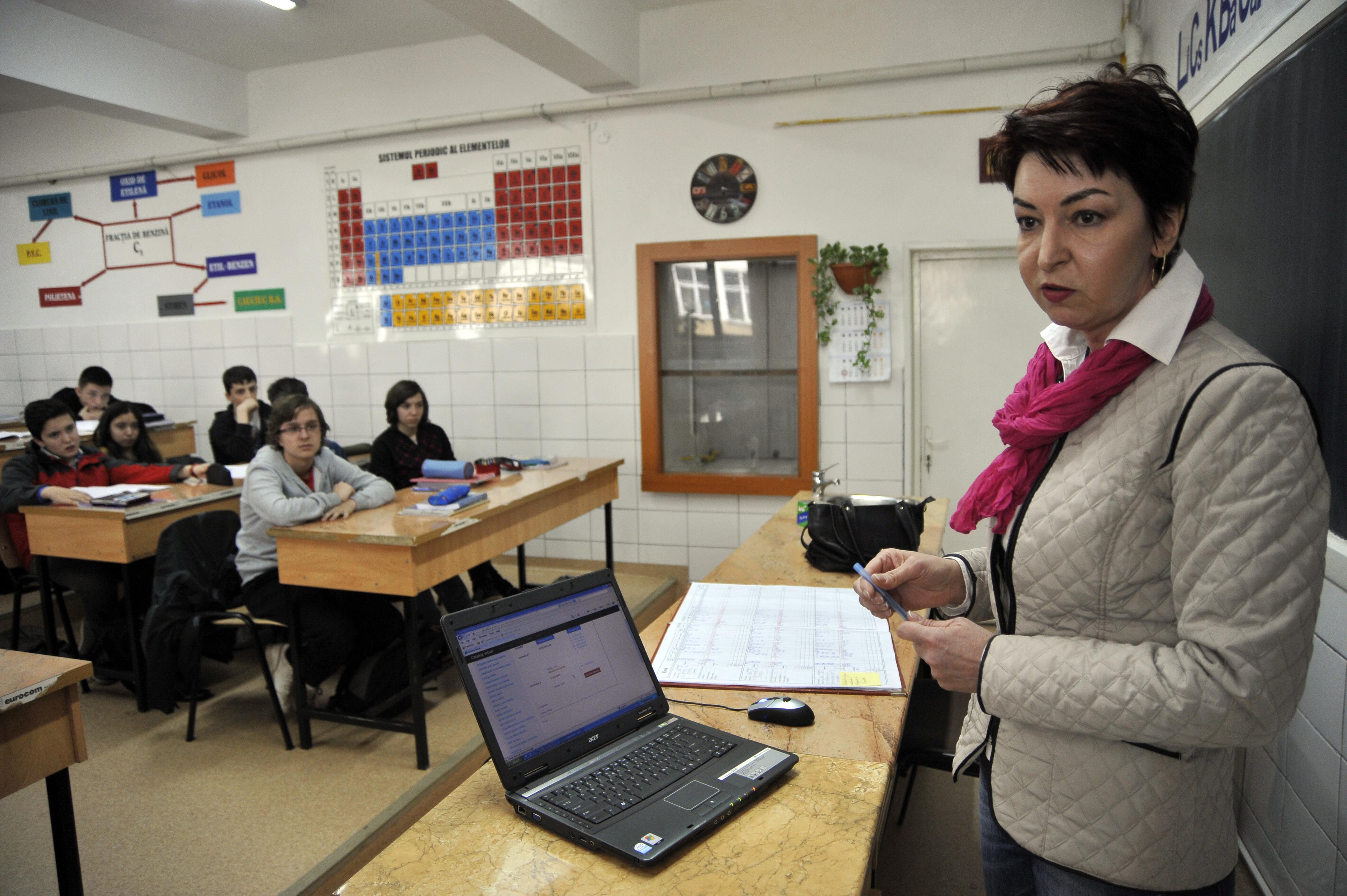 RAPORTUL privind Statutul Elevului: 67% dintre elevi primesc note în catalog fără ca ei să fie informaţi. Ce probleme au mai fost reclamate