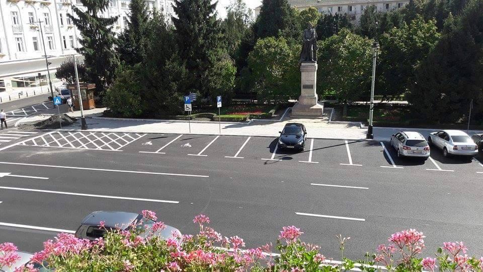 FOTO | Parcarea cu plată prin SMS a golit de maşini centrul Craiovei; şoferii preferă taxa mai mică
