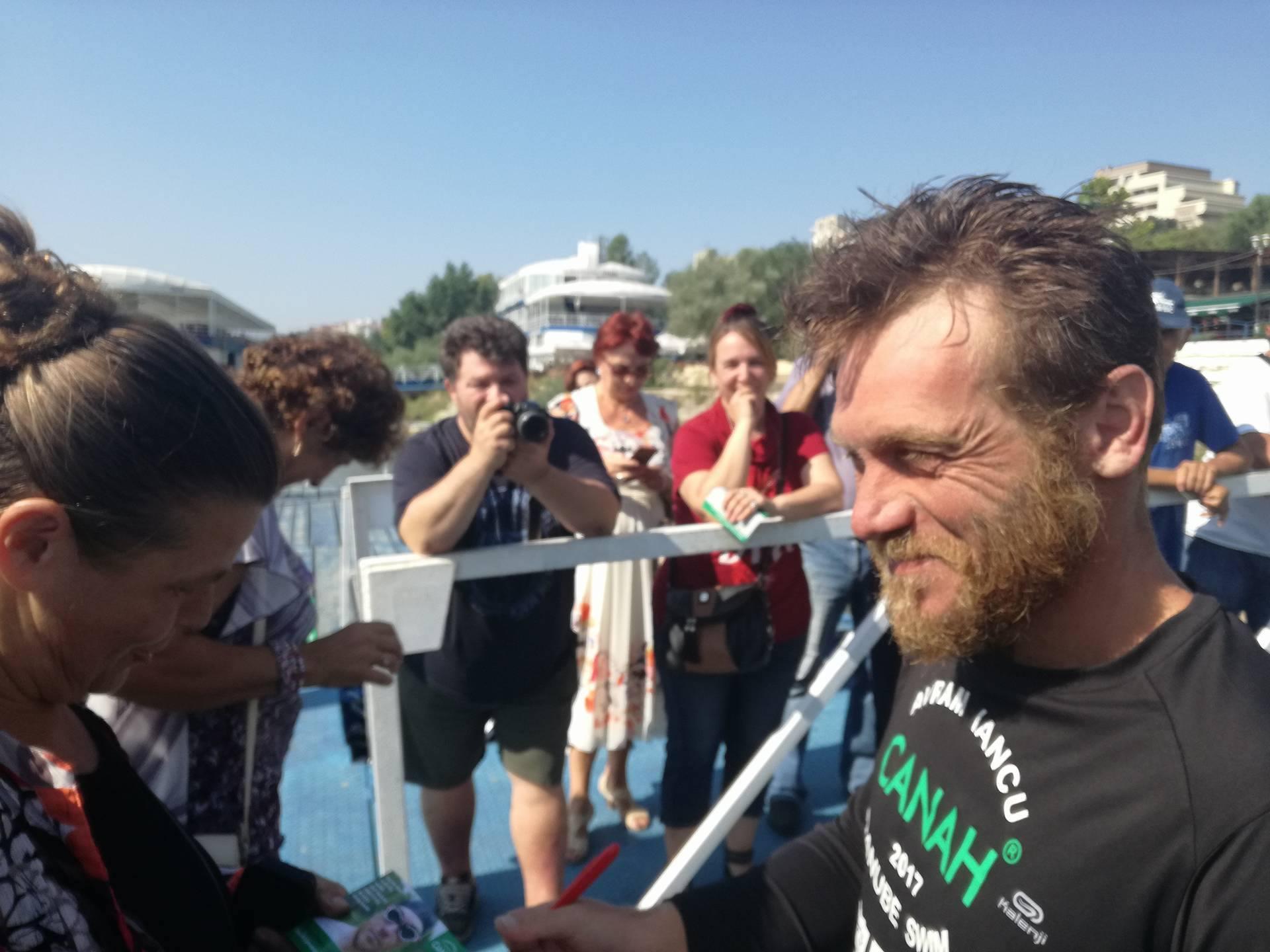 Avram Iancu, bărbatul care vrea să străbată Dunărea înot, la mai puţin de 100 de km de RECORD