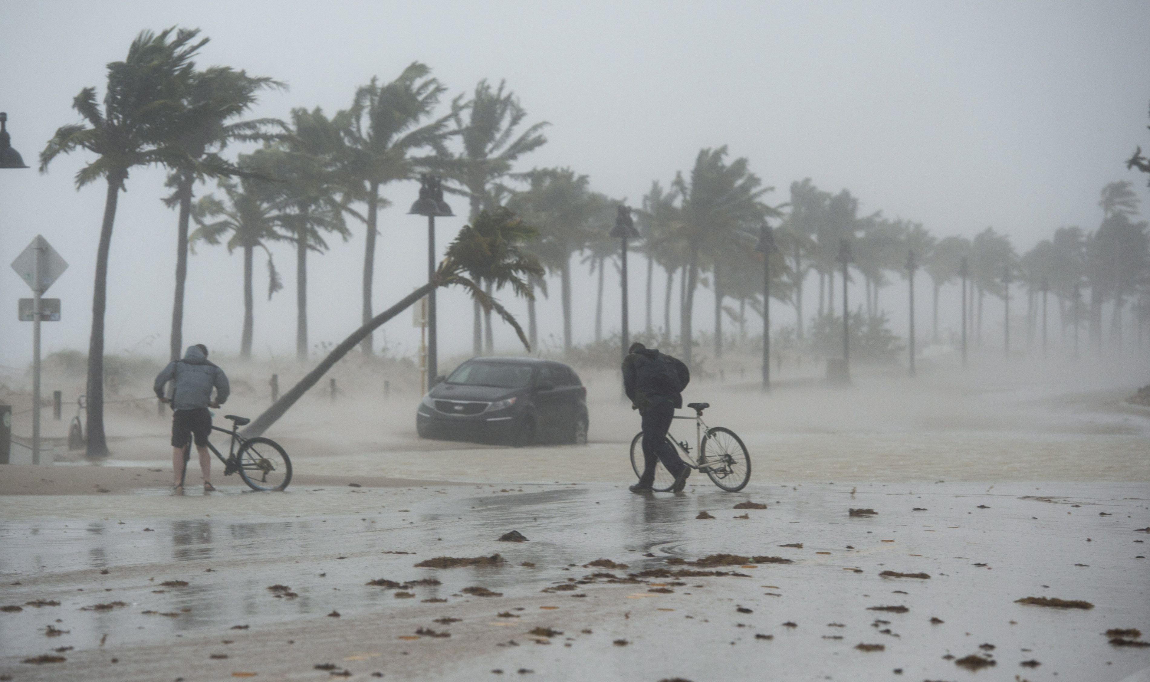 Numărul românilor evacuaţi cu sprijin MAE din zona calamitată de uraganul Irma a ajuns la 14
