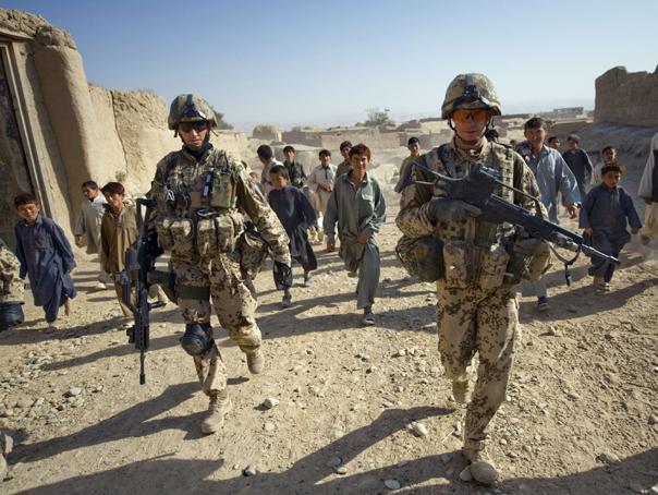 BREAKING NEWS | Trei militari români au fost răniţi în Afganistan după o coliziune cu un autovehicul capcană. Unul este în stare gravă