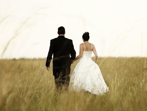 Nuntaşi, amendaţi de poliţiştii din Galaţi după ce cortul a fost pus pe spaţiul verde, între blocuri