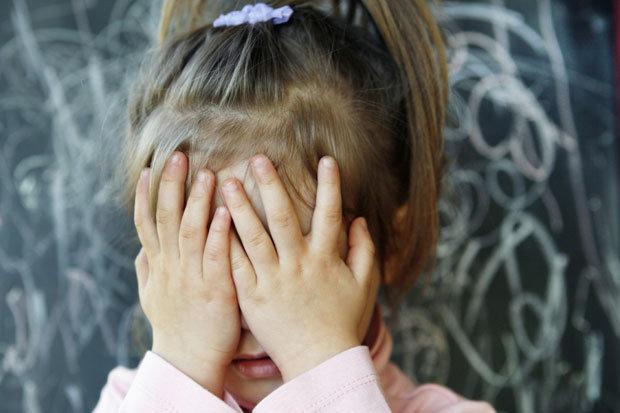 România blestemată! Aproape 10.000 de copii au fost ABANDONAŢI de părinţi în ultimul an. Cele patru cauze identificate de organismele internaţionale pentru o decizie la limita cruzimii