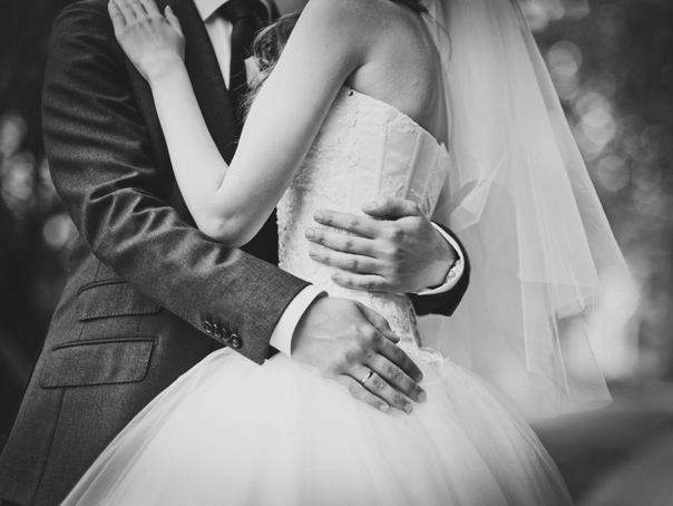 Mireasa la nunta căreia ar fi fost CONFLICTUL dintre Anton-Bădălău: Anton nu era pe lista de invitaţi. El este naşul surorii mele/ Ce alţi demnitari se mai aflau la eveniment