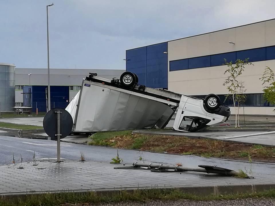 Guvernul promite AJUTOARE financiare pentru comunităţile lovite de furtună. UPDATE: Carmen Dan merge, luni, la Timişoara şi Arad pentru a evalua pagubele
