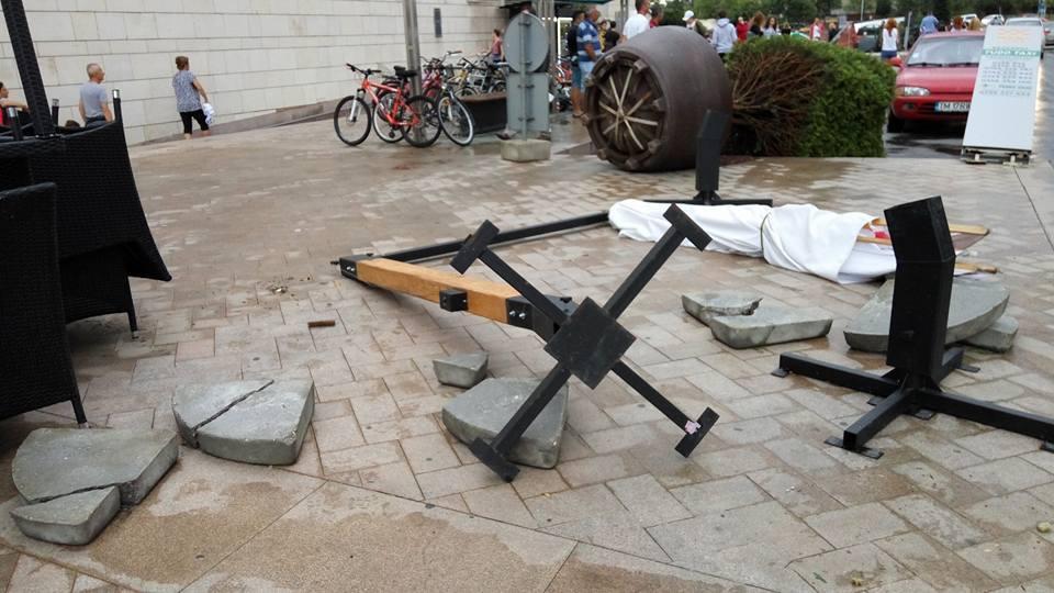 IGSU: Opt persoane au murit după furtunile din vestul ţării, iar 137 au fost rănite