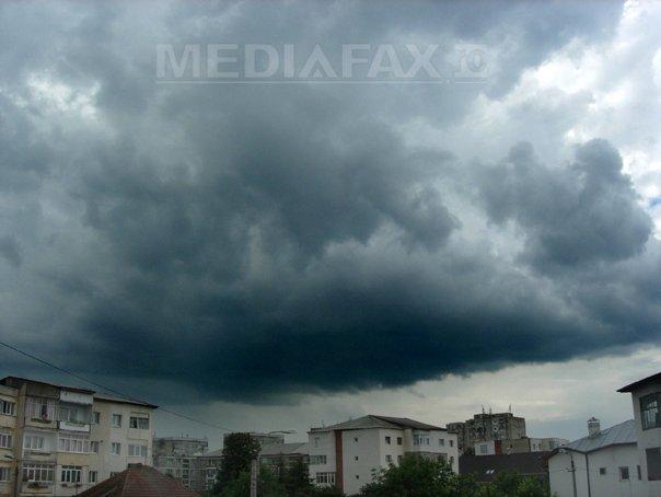Noi imagini apocaliptice FILMATE în timpul furtunii de 15 minute din Timişoara