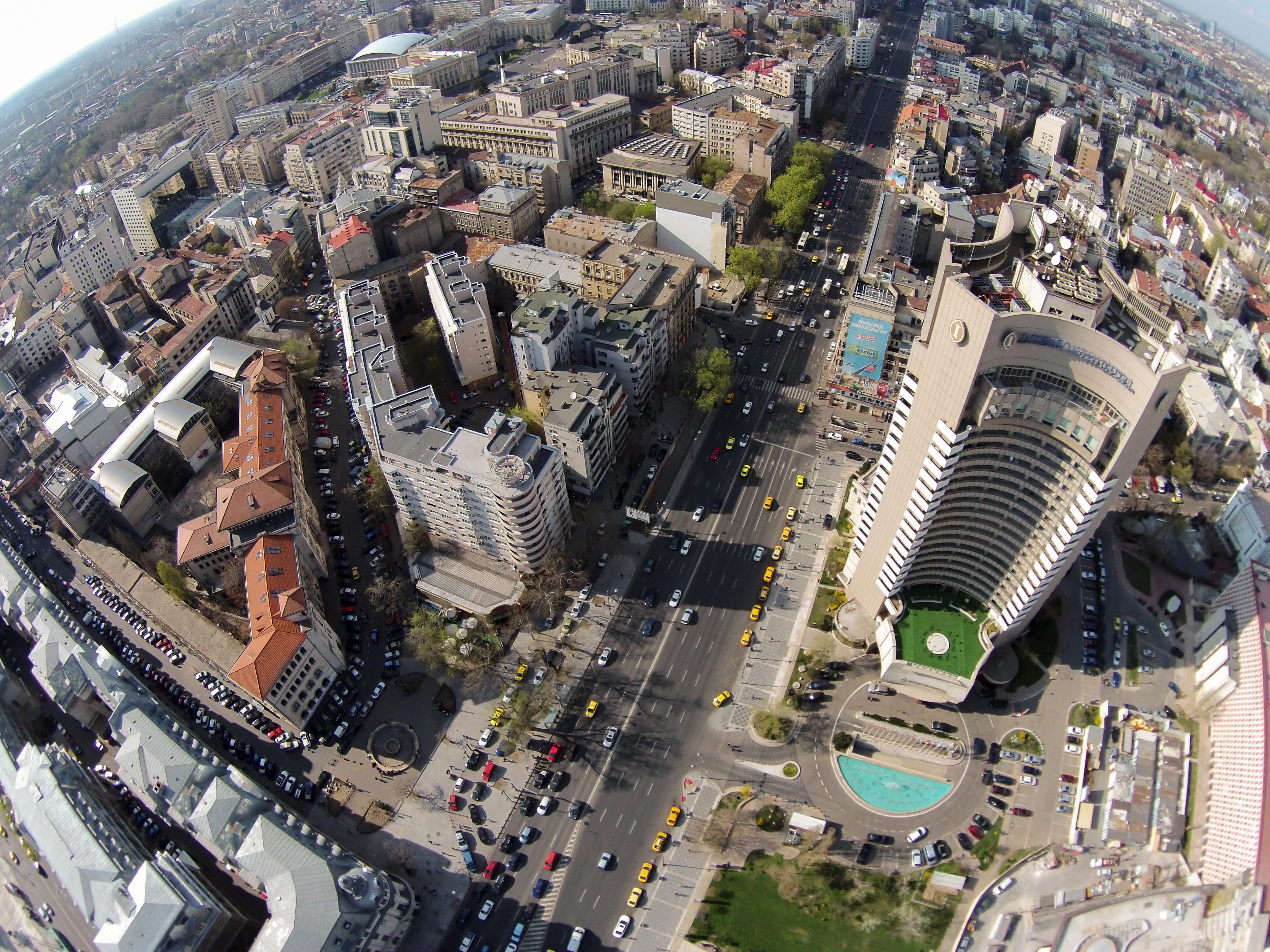 Fenomene meteo EXTREME anunţate în Bucureşti | Primarul Gabriela Firea face apel la deţinătorii de panouri publicitare, pentru a nu se repeta incidentul din Timişoara