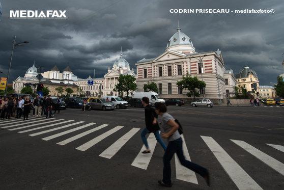 Imaginea articolului ANM: Cod galben de furtuni în Capitală şi mai multe judeţe. De la ce oră se intensifică vijelia în Bucureşti / Gabriela Firea le cere bucureştenilor să stea acasă. Programul elevilor s-ar putea schimba
