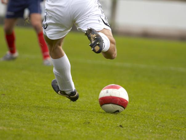 Meciurile din această seara ar putea fi AMÂNATE. FRF recomandă întreruperea oricăror activităţi fotbalistice în aer liber din cauza furtunii
