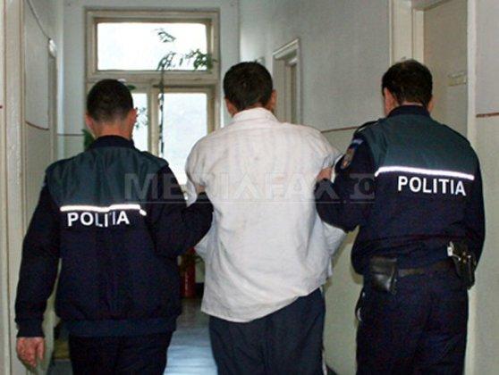 Imaginea articolului VIDEO | Cardiologul Benedek Imre, de la Spitalul Clinic Judeţean de Urgenţă din Târgu-Mureş, a fost încătuşat pe stradă după ce a împins un poliţist