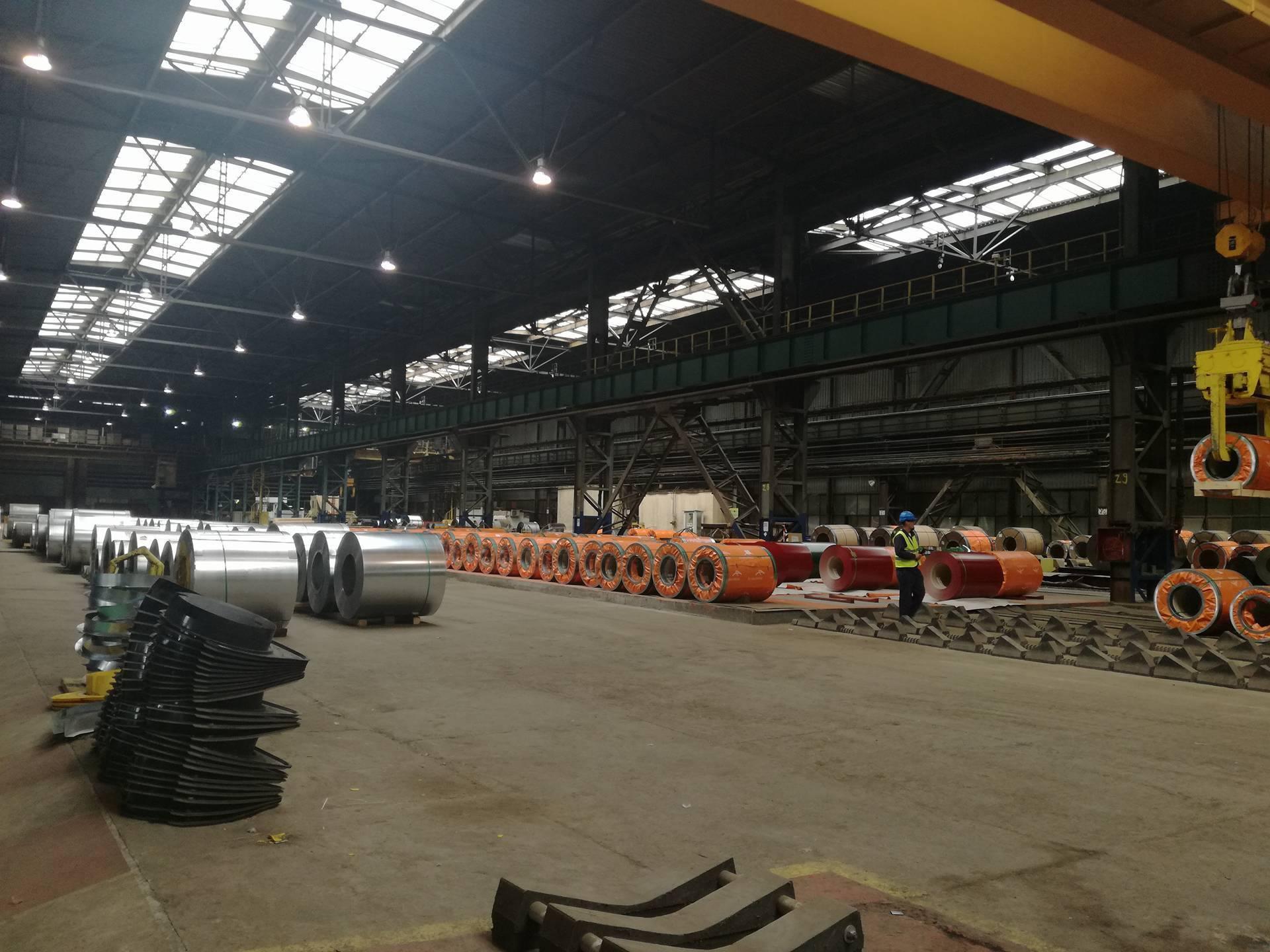 FOTO | Combinatul siderurgic din Galaţi va fabrica circa 60% din cantitatea de tablă pentru acoperişuri