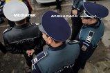 FOTO - Poliţist SNOPIT ÎN BĂTAIE de un şofer băut! Tânărul l-a umplut de sânge pe agent, după ce acesta a lovit o maşină parcată