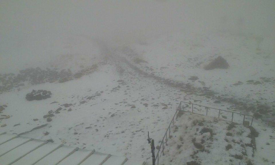 FOTO | Ninsoare în septembrie, în judeţul Caraş-Severin. Stratul de zăpadă ajunge la 3 centimetri