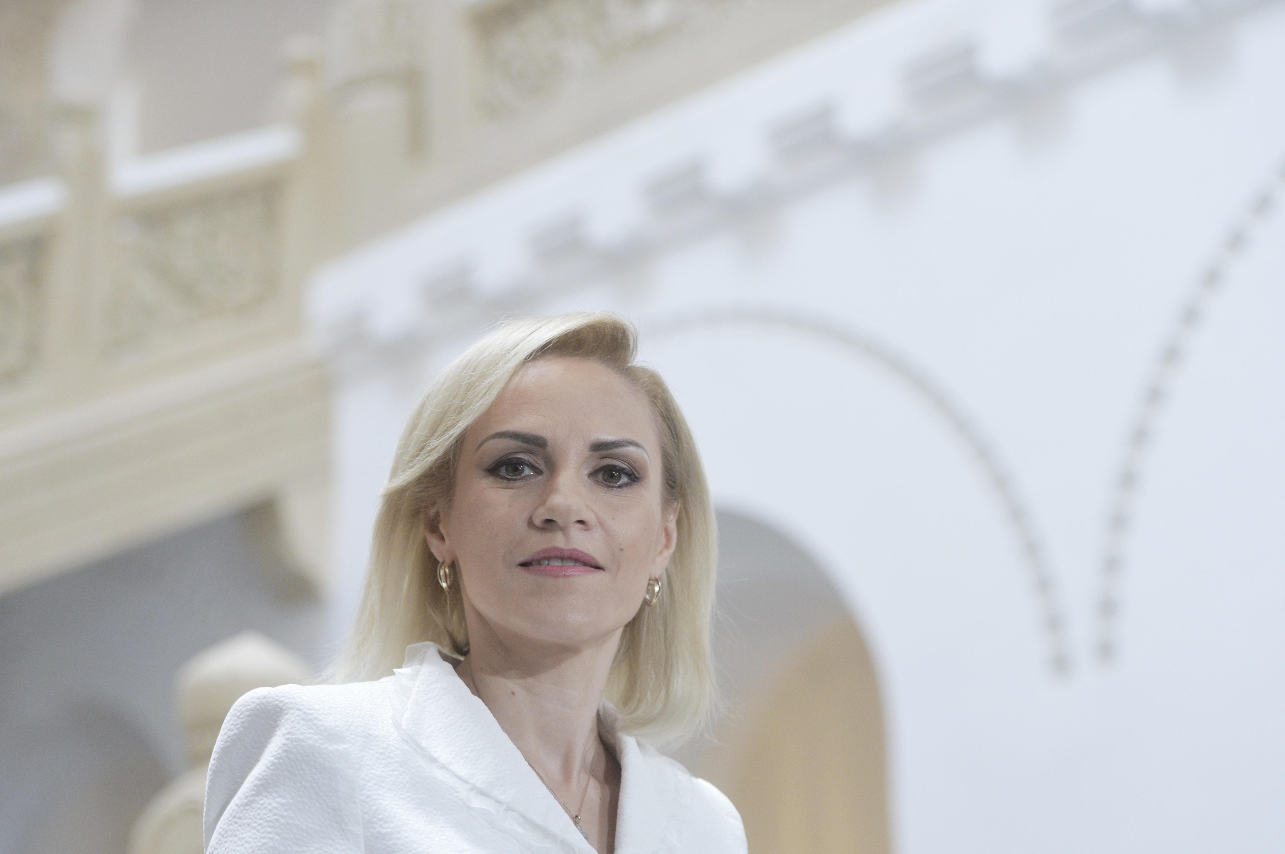 Gabriela Firea a anunţat că Primăria Capitalei va cumpăra 100 de ambulanţe pentru Serviciul de Ambulanţă Bucureşti-Ilfov/ Serviciul deţine 108 ambulanţe, dintre care 68 sunt depăşite tehnic
